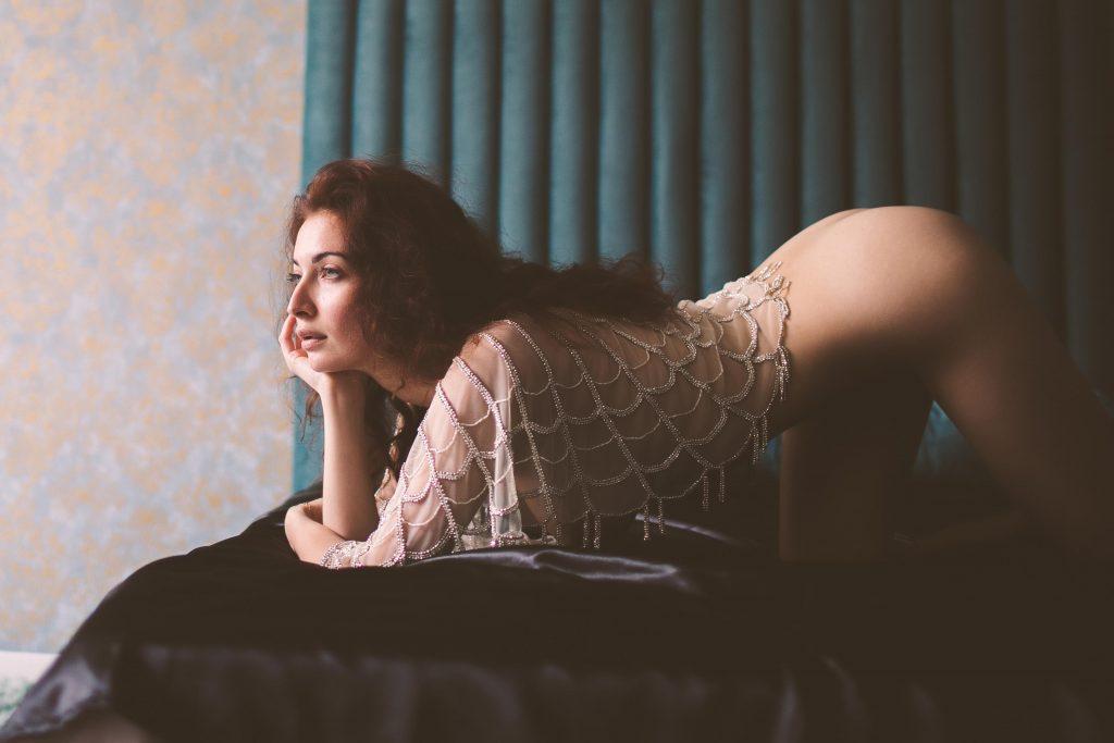 An artistic boudoir pose