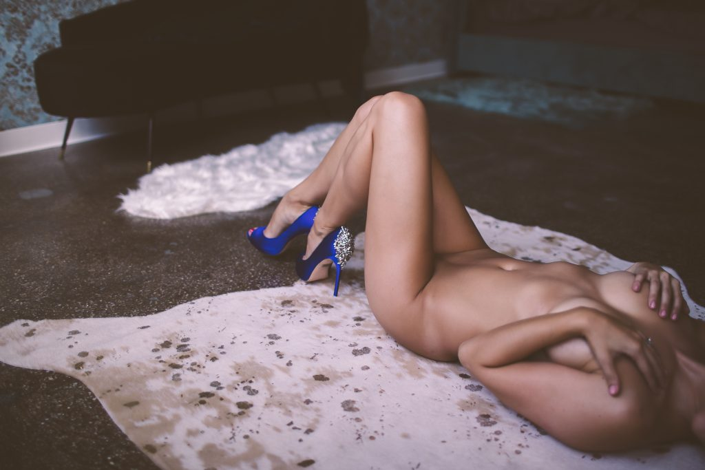 a nude woman wearing heels for a boudoir session in brooklyn